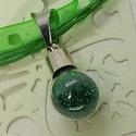 Varázs üvegcse medál, zöld csillámos szelence, Ékszer, Medál, Feltünő medál ez a kedves üvegcse amely megőrzi és magában hordozza Alíz csillogó Csodaország hangul..., Meska