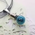 Varázs üvegcse medál, azúrkék csillámos szelence, Feltünő medál ez a kedves üvegcse amely megőr...