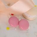 Rózsaszín valódi bőr klasszikus makaron fülbevaló, Ékszer, Fülbevaló, Az ár egy pár fülbevalóra vonatkozik.  Elegáns darab ez az egyszerű gombfej betétes fülbevaló. A 20 ..., Meska