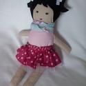 Textil baba, Játék, Baba játék, Ez a trendi kislány baba egy tüll alsó szoknyás körszoknyát visel, virágos sállal. Fekete fi..., Meska