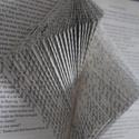 Hajtogatott origami könyv, Dekoráció, Mindenmás, Otthon, lakberendezés, Esküvő, Papírművészet, Kézzel hajtogatott origami könyv.   A nem használt könyvnek hajtogatással egy új életet adok.  A la..., Meska