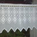 Fehér horgolt absztrakt mintás, vitrázs függöny, Zaniko részére készült. 50cm magas 130 cm szé...
