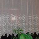 Fehér horgolt absztrakt mintás, vitrázs függöny, Zanikó részére készült. 110 cm magas 120 cm s...