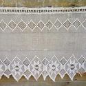 Pókhálós őszi virágok-fehér horgolt virágos-absztrak mintás függöny, Rozal11 megrendelő részére készült termék. T...
