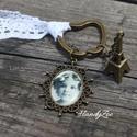 Romantikus kulcstartó, Mindenmás, Kulcstartó, Mindenmás, Romantikus kulcstartó,medállal csipkével.Kérheted más összeállításban is. Más képpel,más szalaggal ..., Meska