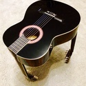 3 nyakú gitár, Férfiaknak, Dekoráció, Mindenmás, Otthon, lakberendezés, Famegmunkálás, Népi játék és hangszerkészítés, Klasszikus dobgitárból készült kis asztal, mely lábaihoz további gitárokat kellett felhasználni. Je..., Meska