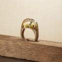 Virágos gyűrű, Ékszer, óra, Gyűrű, Famegmunkálás, Mindenmás, Tölgyfából és műgyantából készített gyűrű.  A gyűrű formájától, méretétől függően kifűrészelem az f..., Meska