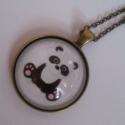 Panda macis üveglencsés nyaklánc, Ékszer, Nyaklánc, Pandás üveglencsés medál bronz színű medálalapban. Delfinkapoccsal záródik.   Az üveglencs..., Meska