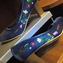 Kalocsai kézzel hímzett cipő, Magyar motívumokkal, Kézzel hímzett kalocsai mintás farmercipő a kért méretben.  Postázom is előreutalást követ..., Meska