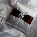Csillogás gyűrűpárna, Otthon & lakás, Esküvő, Dekoráció, Gyűrűpárna, A nagy nap legkülönlegesebb kiegészítője lesz ez a gyönyörű, új, hófehér szatén selyemből készült, s..., Meska