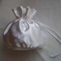 Virágos menyasszonyi buggyos szütyő, Mindenmás, Hófehér szatén selyem anyagból készült klasszikus, buggyos menyasszonyi kis táska az aprósá..., Meska