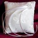 Gyönyörű romantikus hófehér gyűrűpárna - új, kicsi, Esküvő, Gyűrűpárna, Hófehér rózsa mintás anyagból készült hófehér gyűrűpárna gyémánt csiszolású műanyag..., Meska