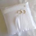 Francia csipkés gyűrűpárna gyöngy virággal - nagy méret, Esküvő, Dekoráció, Gyűrűpárna, Gyönyörű, francia csipkével, viaszgyöngyből készült virággal díszített gyűrűpárna fehér szatén selye..., Meska
