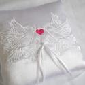 Szerelmes galambpár gyűrűpárna - nagy méret, Esküvő, Otthon & lakás, Gyűrűpárna, Dekoráció, Ritka gyöngyszem az igazi romantika szerelmeseinek.  A gyűrűpárna hófehér szatén selyem anyagból kés..., Meska