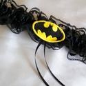 Batman combcsipke, legényfogó, Esküvő, Varrás, Hímzés, Szuper kiegészítő a szuperhősök kedvesének!   Fekete csipkéből és szatén szalaggal készült  gumis c..., Meska