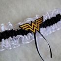 Wonder Women legényfogó, Esküvő, Hajdísz, ruhadísz, Szuper kiegészítő a szuperhősök kedvesének!   Csipkéből és szatén szalagból készült  gumis combcsipk..., Meska