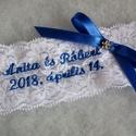 Hímzett csipke masnival - valami kék, Esküvő, A legényfogó meseszép virág mintás hófehér csipkéből készült, melyet szatén szalagból készült masni ..., Meska