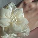 """""""Virágom-virágom"""" csuklódísz, Esküvő, Meseszép kézzel készült szatén és muszlin virág valamint gyönggyel díszített elegáns csuklódísz, gye..., Meska"""