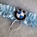 BMW logós legényfogó, combcsipke, Esküvő, Gyűrűpárna, Kék csipkéből és szatén szalagból készült  gumis combcsipke, amelyet gépi hímzéssel készült BMW logó..., Meska