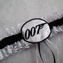 James Bond 007 combcsipke, legényfogó, Esküvő, Igazi különlegesség James Bond rajongóknak! :)  Fehér csipkéből készült, fekete szatén szalaggal dís..., Meska