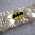 Batman ekrü combcsipke, Esküvő, Szuper kiegészítő a szuperhősök kedvesének!   Ekrü színű csipkéből, ekrü szatén szalaggal készült  g..., Meska