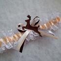 Vadász esküvői combcsipke, Esküvő, Ebben a kiegészítőben minden megtalálható, ami egy igazi vadász témájú esküvői combcsipkét jelemez: ..., Meska