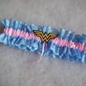 Wonder Women legényfogó, Esküvő, Hajdísz, ruhadísz, Szuper kiegészítő a szuperhősök kedvesének!   Kék csipkéből és világos rózsaszín szatén szalagból ké..., Meska