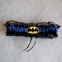 Batman combcsipke, legényfogó, Esküvő, Szuper kiegészítő a szuperhősök kedvesének!   Fekete csipkéből és királykék szatén szalaggal készült..., Meska