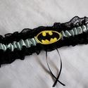 Batman combcsipke, legényfogó, Esküvő, Szuper kiegészítő a szuperhősök kedvesének!   Fekete csipkéből és világoskék szatén szalaggal készül..., Meska