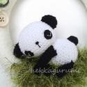 Délutáni pihenő 2 - amigurumi, horgolt panda bébis ajtódísz, Délutáni pihenő 2 - amigurumi, horgolt pandamac...