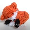 Rókabébi, A szunyókáló kis róka kb. 11 cm hosszú tetőt...