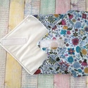 Kék alapon virág mintás újraszalvéta/ textil szalvéta, Mosható szalvéta uzsonna csomagolásához.  A sz...