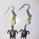 Teknős fülbevaló sárga, fém , Ékszer, Fülbevaló, Egyedi ötlet alapján készített fülbevaló, teknős charm-mal., Meska
