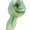 Pisztácia hernyóselyem kendő, Pisztácia zöldes színe ihlette ezt a nyakba val...