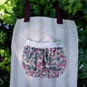 Rose Garden. No. 2. Shopper., Csipkés-virágos zseb a dísze ennek a jól pakol...