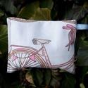 Biciklis. Som-mag zsák - terápiás célokra., 15 x 11 cm-es napon szárított bio som maggal tö...