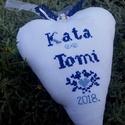 Szerelem-szív. Esküvőre-eljegyzésre-évfordulóra-Bálint-napra, Esküvő, Szerelmeseknek, Keresztszemes hímzéssel készül ez a személyre-szabott, felakasztható kedves ajándék/ajtódí..., Meska
