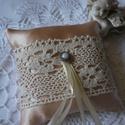 Eklektika. Gyűrűpárna., Esküvő, Gyűrűpárna, Romantikus stílusú, csipkés gyűrűpárna, melyet főleg barack/beige színvilágú esküvők hangulatos kieg..., Meska