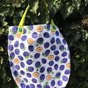 Happy Plums. Mini-shopper tízórainak, Táska, Baba-mama-gyerek, Szatyor, 32 x 32 cm-es shopper, melynek mélysége 9 cm.   Füle 33 cm hosszú.  Megerősített varrásokkal, a megs..., Meska