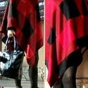 Piros-fekete kockás, hosszú poncsó, Enyhén aszimmetrikus szabású poncsó, piros-fek...