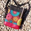 Desigual stílusú táska - valódi bőrrel - egyedi háti/válltáska, Ruha, divat, cipő, Táska, Anyák napja, Válltáska, oldaltáska, Hátizsák, Zöldes-barna, illetve gyöngyház fényű piros marhabőrrel, és desigual stílusú designer texti..., Meska