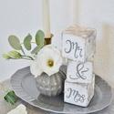Mr és Mrs feliratos fakockák, Dekoráció, Esküvő, Nászajándék, Esküvői dekoráció, A HeyBaby dekorkockák tömör fenyőből készülnek, méretük 7*7*7 cm. A kockákat alapozás után 2 réteg a..., Meska