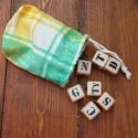 Szóvadász társasjáték, 16 db 2x2cm-es fakocka betűkkel, kis zsákban. J...