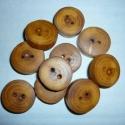 Fa gombok redlord részére, Kétlyukú gombok mogyorófaágból. Átmérőjük...