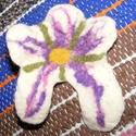 Nemezelt kitűző, Ékszer, Bross, kitűző, Nemezelt virágos kitűző. Kislányok számára bármilyen alkalomra kitűzhető szép virág.  Mé..., Meska