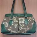 zöld virágok táska, Táska, Válltáska, oldaltáska, Ezt a kézitáskát kárpit anyag és textilbőr kombinálásával készítettem. A táska bélése ..., Meska