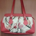 tulipános táska, Táska, Válltáska, oldaltáska, Ezt a táskát kárpit anyag és textilbőr kombinálásával készítettem. A táska bélése piros..., Meska