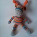 Tarka barka kis zsiráf, Játék, Játékfigura, Zsiráf, a szivárvány színeiben.  Méret: 34 cm szarvtól lábig, Meska