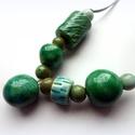 Zöld harmat- kerámia ékszer, Ékszer, Nyaklánc, Egyedi kerámia ékszer. Különböző méretű mázas kerámia gyöngyökből készítettem. A gyöngyök mérete 2 -..., Meska