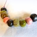 Moha és rózsa- kerámia ékszer, Ékszer, Nyaklánc, Egyedi kerámia ékszer. Különböző méretű mázas kerámia gyöngyökből készítettem. A gyöngyök mérete kb...., Meska
